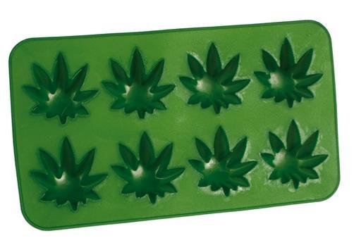Eiswuerfelform Gruen Cannabis Blätter