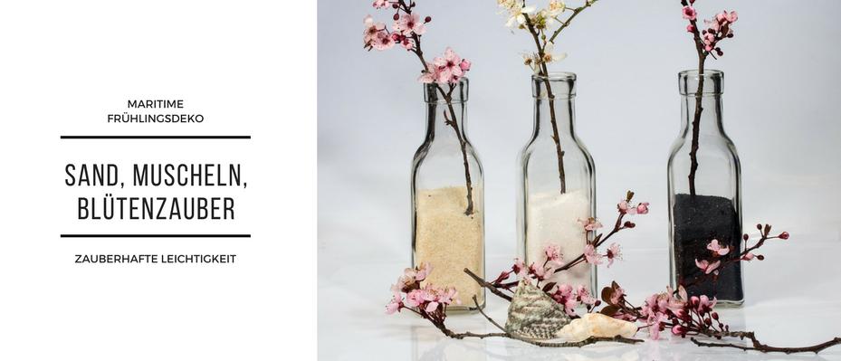 Maritim Deko Flaschen gefuellt mit Sand und Zweigen